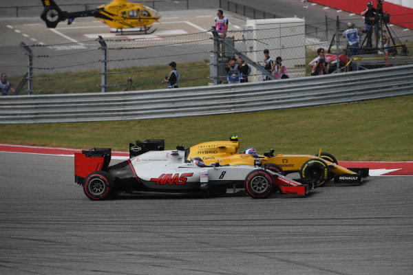 Jolyon Palmer (GBR) Renault Sport F1 Team RS16 and Romain Grosjean (FRA) Haas VF-16 battle at Formula One World Championship, Rd18, United States Grand Prix, Race, Circuit of the Americas, Austin, Texas, USA, Sunday 23 October 2016.