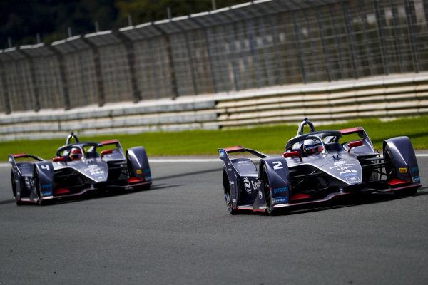 Sam Bird (GBR), Envision Virgin Racing, Audi e-tron FE06 leads Robin Frijns (NLD), Envision Virgin Racing, Audi e-tron FE06