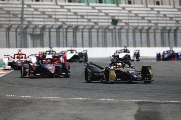 Antonio Felix da Costa (PRT), DS Techeetah, DS E-Tense FE21, leads Sebastien Buemi (CHE), Nissan e.Dams, Nissan IMO2, and Sergio Sette Camara (BRA), Dragon Penske Autosport, Penske EV-5