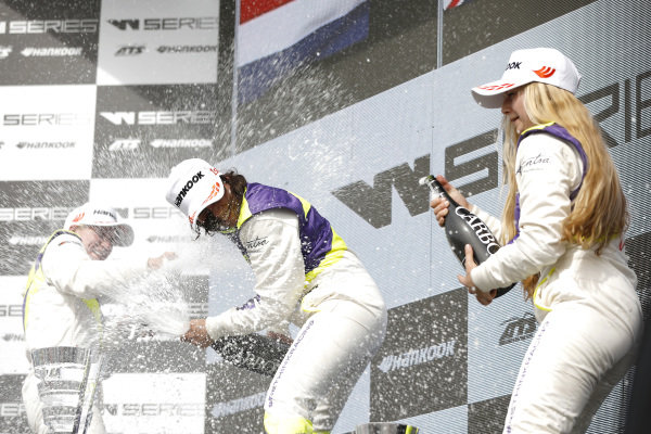 Podium: Race winner Jamie Chadwick (GBR), second place Beitske Visser (NLD), third place Fabienna Wohlwend (LIE).