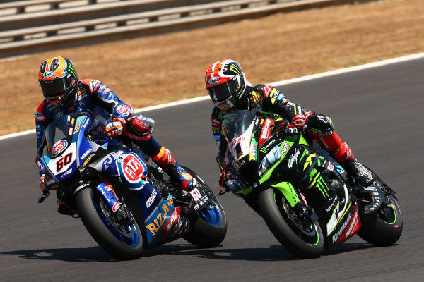 Michael van der Mark, Pata Yamaha passes Jonathan Rea, Kawasaki Racing
