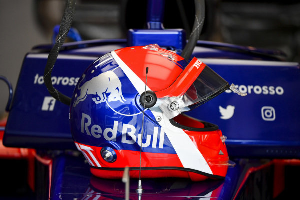 The helmet of Daniil Kvyat, Toro Rosso