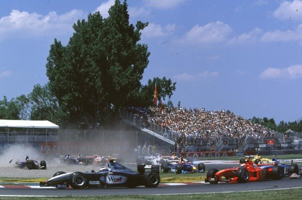 1999 Canadian Grand Prix.Montreal, Quebec, Canada.11-13 June 1999.Mika Hakkinen (McLaren MP4/14 Mercedes-Benz) leads as Jarno Trulli (Prost AP02 Peugeot) crashes and Jean Alesi (Sauber C17 Petronas) tries to take avoiding action.World Copyright - LAT Photographic