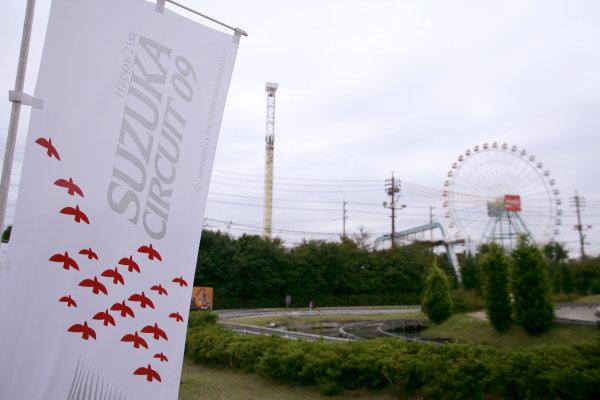 Suzuka Circuit, Suzuka, Japan.1st October 2009.Circuit signage. Atmosphere.World Copyright: Charles Coates/LAT Photographicref: Digital Image ZK5Y0051