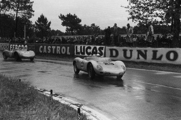 Le Mans, France. 21 - 22 June 1958.Jean Behra/Hans Herrmann (Porsche 718 RSK Spyder), 3rd position, leads Edgar Barth/Paul Frere (Porsche RSK), 4th position, action. World Copyright: LAT PhotographicRef: B/WPRINT.