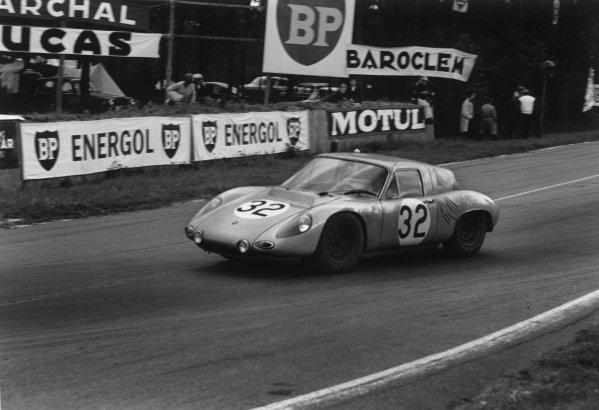Le Mans, France. 10th - 11th June 1961.Edgar Barth/Hans Herrmann (Porsche RS61 Coupe), 7th position, action. World Copyright: LAT Photographic.Ref:  700 - 20-20A.