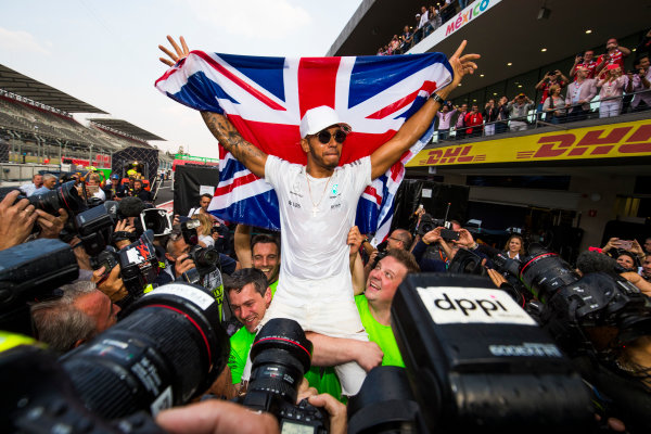 Autodromo Hermanos Rodriguez, Mexico City, Mexico. Sunday 29 October 2017. Lewis Hamilton, Mercedes AMG, celebrates his 4th World Championship with the Mercedes AMG Team. World Copyright: Sam Bloxham/LAT Images  ref: Digital Image _W6I1442