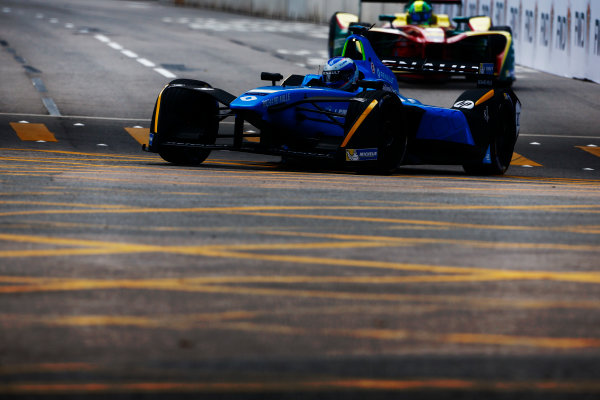 Suzuka Circuit, Japan. Sunday 09 October 2016. Nico Prost (8, Renault e.dams) leads Lucas di Grassi (11, ABT Schaeffler Audi Sport). World Copyright: Zak Mauger/LAT Photographic ref: Digital Image _L0U0814
