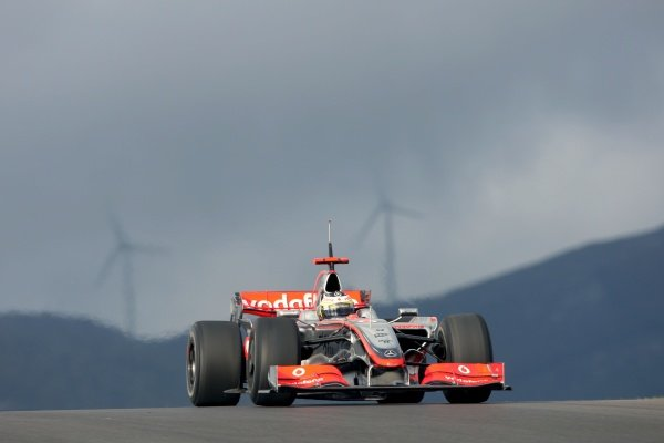 Pedro De La Rosa (ESP) McLaren Test Driver.Formula One Testing, Day Three, Algarve Motor Park, Portimao, Portugal, 17 December 2008.