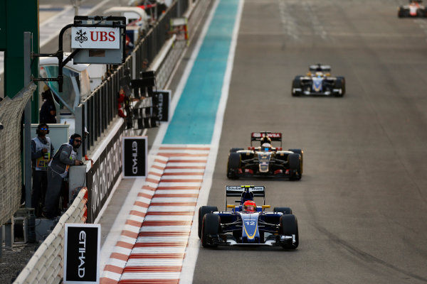 Yas Marina Circuit, Abu Dhabi, United Arab Emirates. Sunday 29 November 2015. Felipe Nasr, Sauber C34 Ferrari, leads Romain Grosjean, Lotus E23 Mercedes. World Copyright: Glenn Dunbar/LAT Photographic ref: Digital Image _89P1754