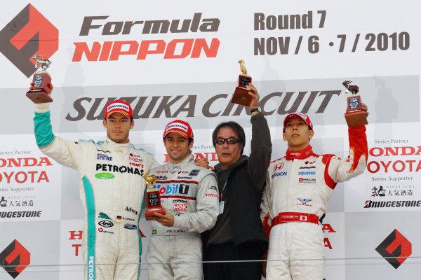 Rd 7 Suzuka, Japan. 6th - 7th November 2010.Race2, Winner Joao Paulo de Oliveira ( #19 Mobil1 TEAM IMPUL ) 2nd position Andre Lotterer ( #36 PETRONAS TEAM TOM'S ) 3rd position Takashi Kogure ( #32 NAKAJIMA RACING ) with team Director Kazuyoshi Hoshino, podium.World Copyright: Yasushi Ishihara/LAT Photographic.Ref: 2010FN_R7_019.
