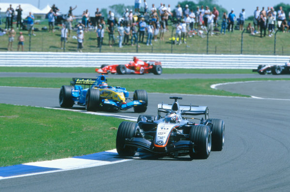 2005 British Grand Prix. Silverstone, England. 8th - 10th July 2005 Juan Pablo Montoya, McLaren Mercedes MP4-20 leads Fernando Alonso, Renault R25. Action. World Copyright: Charles Coates/LAT Photographic Ref: 35mm Image A16