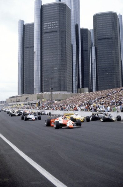 1982 Detroit Grand Prix Detroit, United States (USA). 4-6 June 1982 The start with Bruno Giacomelli (Alfa Romeo 182), Nigel Mansell (Lotus 91-Ford Cosworth) and Manfred Winkelhock (ATS D5-Ford Cosworth) to the fore in the midfield World Copyright: LAT PhotographicRef: 35mm transparency 82USA04