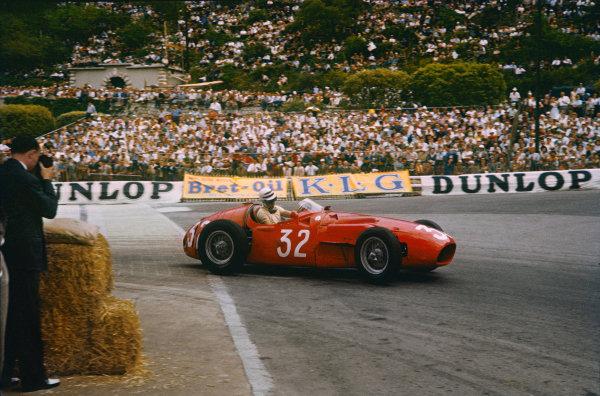 Monte Carlo, Monaco. 10-13 May 1956. Cesare Perdisa (Maserati 250F) 7th position. Ref: 56MON10. World Copyright - LAT Photographic