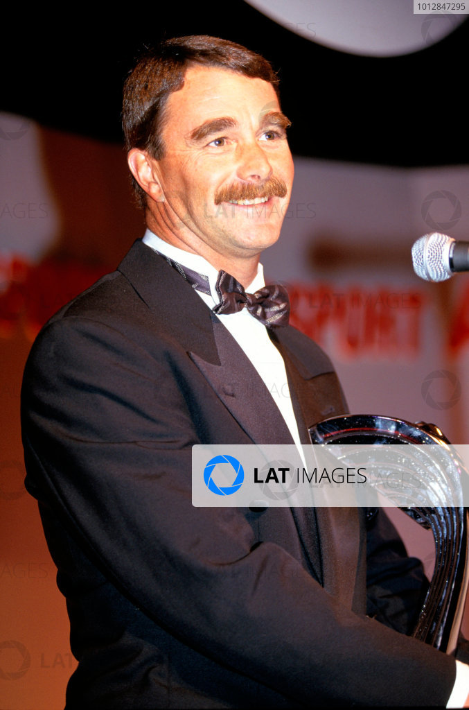 1992 Autosport Awards. Grosvenor House Hotel, Park Lane, London. 6th December 1992. Nigel Mansell receives an award. World Copyright: LAT Photographic ref: 35mm Transparency Image