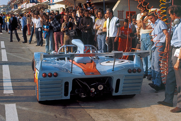 Le Mans, France. 9-10 June 1973.Mike Hailwood/John Watson/Vern Schuppan (Mirage M6 Ford), retired, pit stop action. World Copyright: LAT PhotographicRef: 73LM34.