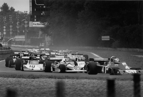 Monza, Italy. 10 - 12 September 1976. Ronnie Peterson (March 761 Ford) 1st position, tucked in behind Carlos Reutemann (Ferrari 312T2), 2nd position and Patrick Depailler (Tyrrell P34-Ford), at the start of the race, action. World Copyright: LAT Photographic. Ref: 9135 - 29-29A.