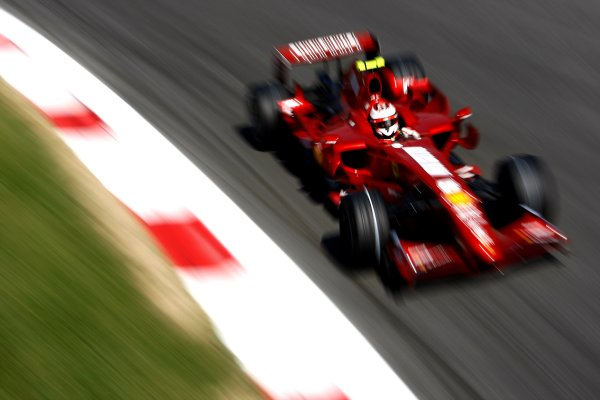 2007 Italian Grand PrixAutodromo di Monza, Monza, Italy.7th - 9th September 2007.Kimi Raikkonen, Ferrari F2007. Action.World Copyright: Lorenzo Bellanca/LAT Photographicref: Digital Image _64I6993