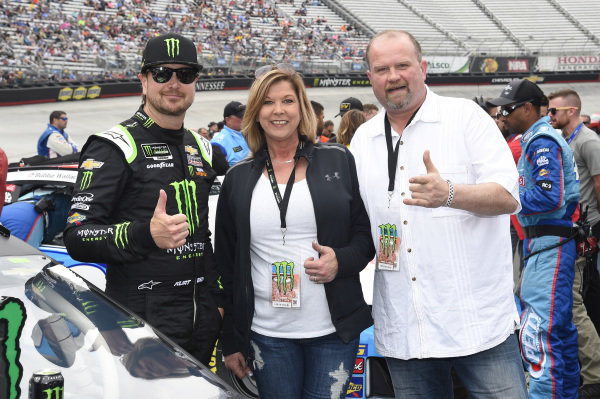 #1: Kurt Busch, Chip Ganassi Racing, Chevrolet Camaro Monster Energy, with guest