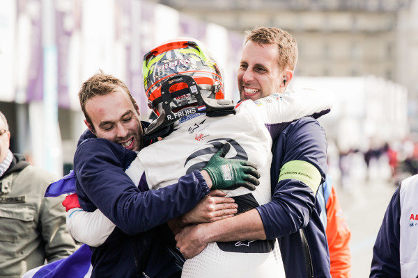 Robin Frijns (NLD), Envision Virgin Racing, Audi e-tron FE05, wins the race and celebrates with his team