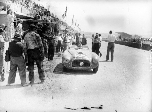 Lord Selsdon / Luigi Chinetti, Ferrari 166MM, leaves the pits.