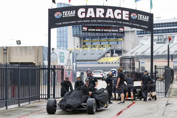 #22: Simon Pagenaud, Team Penske Chevrolet, Crew