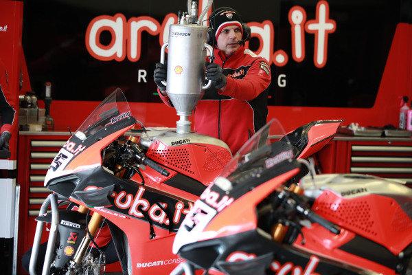 Refuelling at the bike of Scott Redding, Aruba.it Racing Ducati.
