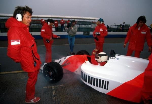 Allan McNish (GBR) DAMS Lola T90/50 Mugen would suffer early in the race a horrific crash that tragically killed a spectator.International Formula 3000 Championship, Donington Park, England, 22 April 1990.