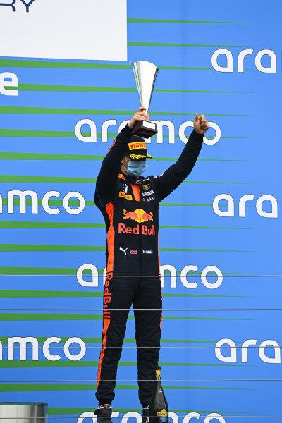 Dennis Hauger (NOR, HITECH GRAND PRIX) on the podium with the trophy