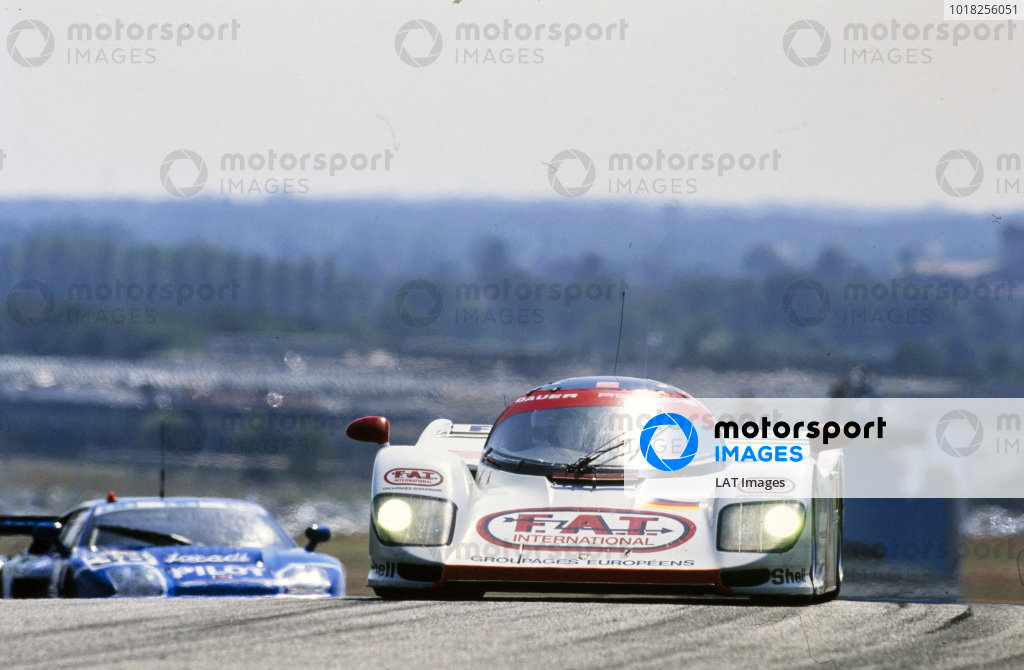 Yannick Dalmas / Hurley Haywood / Mauro Baldi, Le Mans Porsche Team, Dauer Porsche 962 GT LM - Porsche 935/82, leads Michel Fertè / Olivier Grouillard / Michel Neugarten, Stè Jacadi Racing, Venturi 600 LM - PRV.