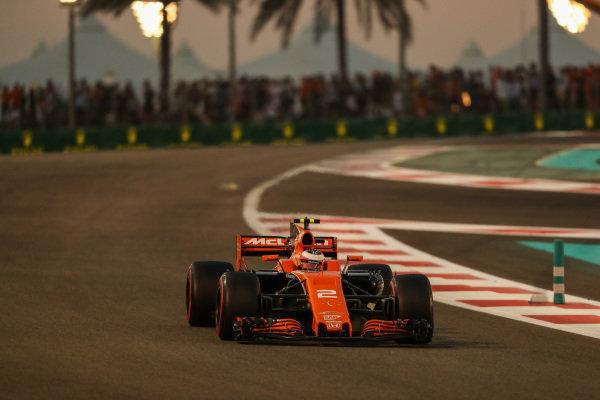 Stoffel Vandoorne (BEL) McLaren MCL32 at Formula One World Championship, Rd20, Abu Dhabi Grand Prix, Race, Yas Marina Circuit, Abu Dhabi, UAE, Sunday 26 November 2017.
