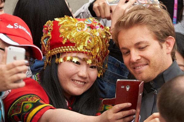 Shanghai International Circuit, Shanghai, China. Thursday 9 April 2015. Nico Rosberg, Mercedes AMG poses with fans for a photograph. World Copyright: Steve Etherington/LAT Photographic. ref: Digital Image SNE26917
