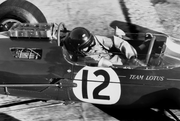 Monte Carlo, Monaco. 10th May 1964. Rd 1. Jim Clark, Lotus 25-Climax, 4th position, action. World Copyright: LAT Photographic