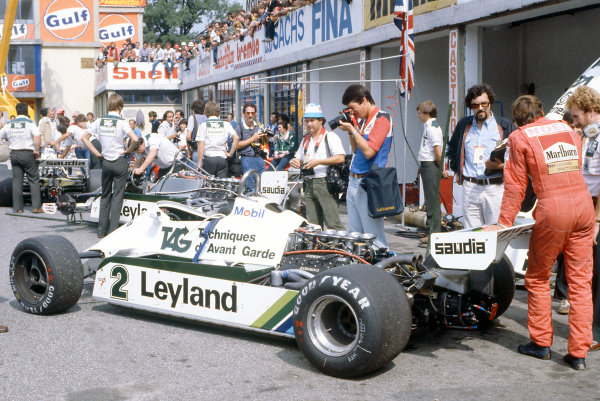 Monza, Italy. 11-13 September 1981.  Carlos Reutemann (Williams FW07C-Ford Cosworth) 3rd position, in the pits.  Ref: 81ITA24. World Copyright: LAT Photographic