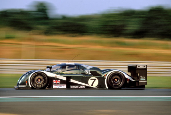 Le Mans, France. 14th - 15th June 2003.The winning Bentley of Kristensen, Capello and Smith.World Copyright: Mike Weston/LAT Photographic.Ref:  03LM20.