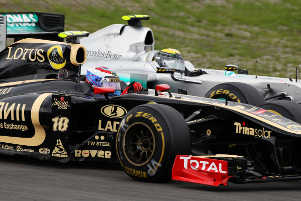 Vitaly Petrov (RUS) Lotus Renault GP R31 and Nico Rosberg (GER) Mercedes GP MGP W02 battle for position. Formula One World Championship, Rd 10, German Grand Prix, Race, Nurburgring, Germany, Sunday 24 July 2011.  BEST IMAGE
