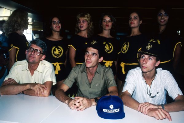 A Lotus press conference for the first race of the season (L to R): Peter Warr (GBR) Lotus Team Manager; Ayrton Senna (BRA), who took pole position and finished second in the race; and team mate Johnny Dumfries (GBR) Lotus, who finished ninth on his GP debut. Brazilian Grand Prix, Rd 1, Rio de Janeiro, Brazil, 23 March 1986.