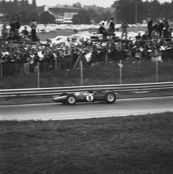 1963 Italian Grand Prix. Monza, Italy. 6th - 8th September 1963. Jim Clark (Lotus 25 Climax), 1st position, action.  World Copyright: LAT Photographic.  Ref:  21306.
