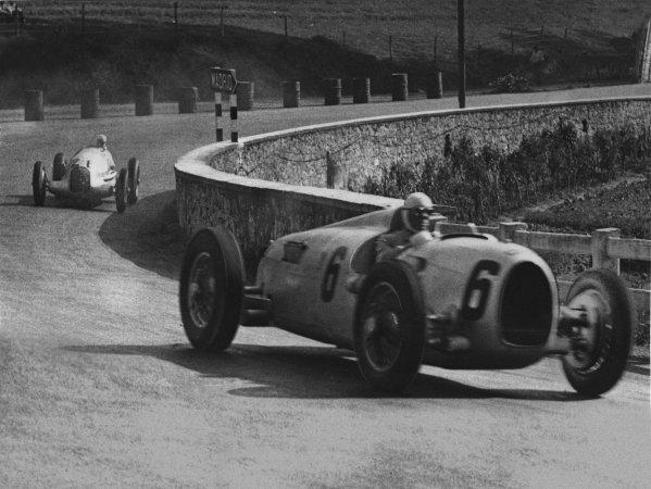 Lasarte, San Sebastian, Spain. 22nd September 1935.Achille Varzi (Auto Union B-type), retired,  leads Rudolf Caracciola (Mercedes-Benz W25B), 1st position,  action.  World Copyright: LAT Photographic.Ref:  Autocar Used Pic  27th September 1935 Pg 555.