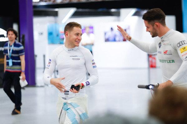 Stoffel Vandoorne (BEL), HWA Racelab, greets Daniel Abt (DEU), Audi Sport ABT Schaeffler