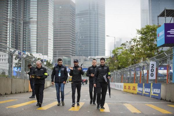 Jose Maria Lopez (ARG), GEOX Dragon Racing and Maximilian Günther (DEU), Dragon Racing walk the track with the team
