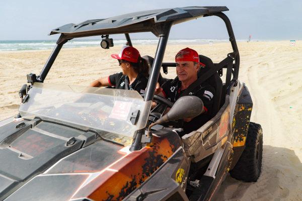 Laia Sanz, Acciona | Sainz XE Team, and Carlos Sainz (ESP), Acciona | Sainz XE Team, explore the course