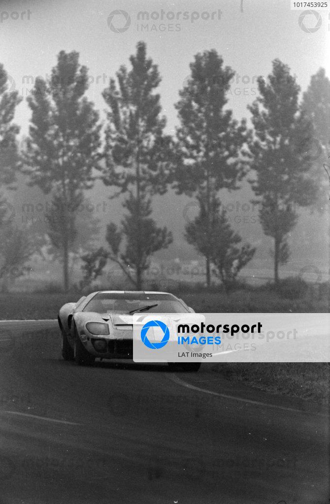 David Hobbs / Mike Hailwood, John Wyer Automotive Engineering, Ford GT40.