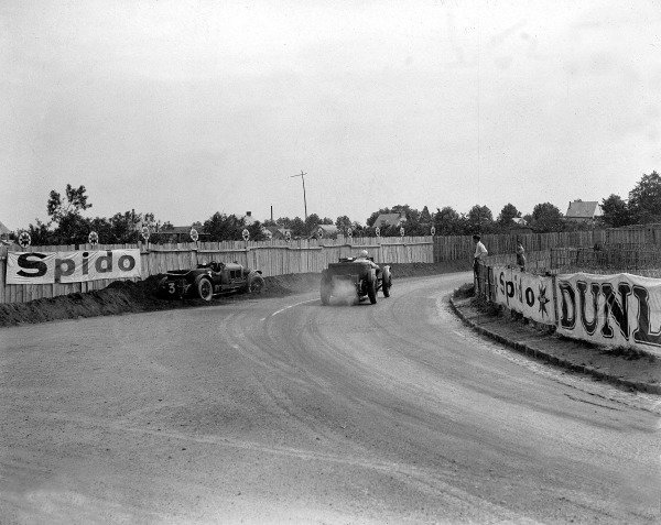1930 Le Mans 24 hours Le Mans, France. 21-22 June 1930 Sammy Davis/John Clive Dunfee (Bentley Speed Six) in the sand bank at Rue de Circuit. Ref-Motor 730/1 World Copyright - LAT Photographic