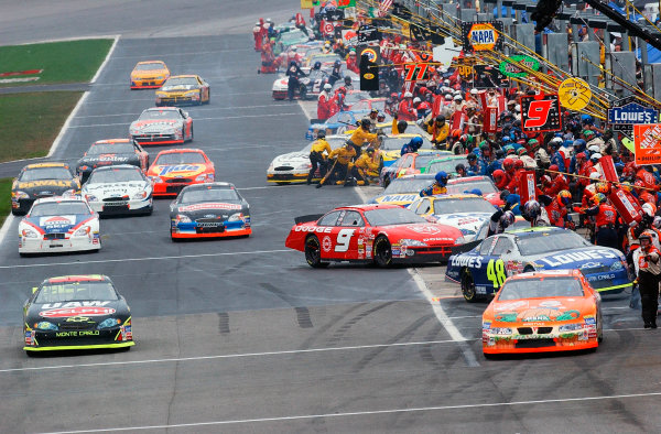 2002 NASCAR Atlanta Motor Speedway, October 25, 2002 NAPA 500/Aaron 's 312teams and cars race in and out of pit road,-Robt LeSieur2002LAT Photographic