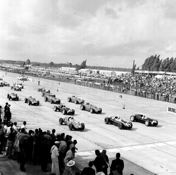 1959 United States Grand Prix.Sebring, Florida, USA.10-12 December 1959.Stirling Moss, Jack Brabham and Harry Schell lead away at the start.Ref-5544.World Copyright - LAT Photographic