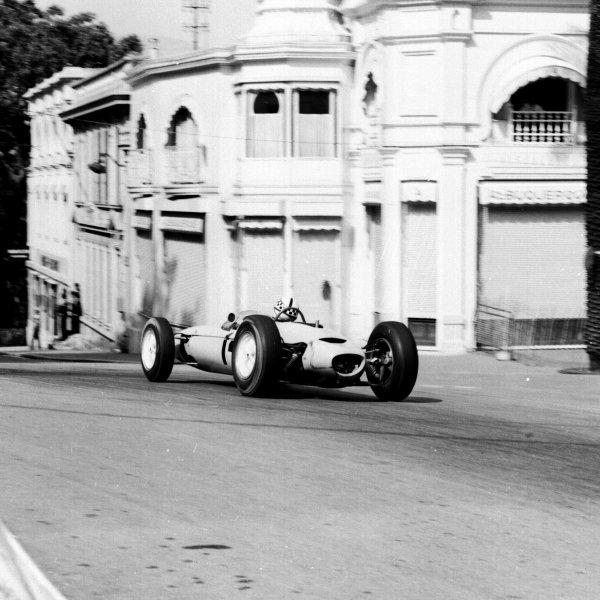 1963 Monaco Grand Prix.Monte Carlo, Monaco.23-26 May 1963.Innes Ireland (Lotus 24 BRM).Ref-19046.World Copyright - LAT Photographic