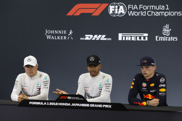 SUZUKA, JAPAN - OCTOBER 06: (L to R): Valtteri Bottas, Mercedes AMG F1, Lewis Hamilton, Mercedes AMG F1 and Max Verstappen, Red Bull Racing in Press Conference during the Japanese GP at Suzuka on October 06, 2018 in Suzuka, Japan. (Photo by Manuel Goria / Sutton Images)