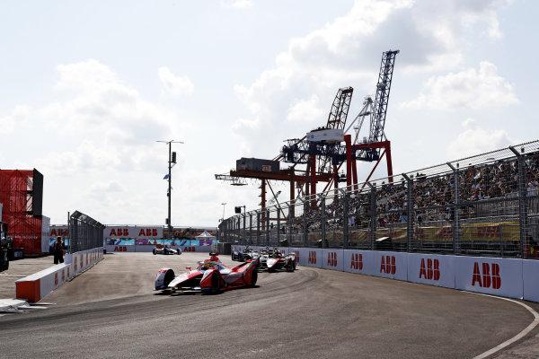 Alexander Sims (GBR), Mahindra Racing, M7Electro, leads Oliver Rowland (GBR), Nissan e.Dams, Nissan IMO2