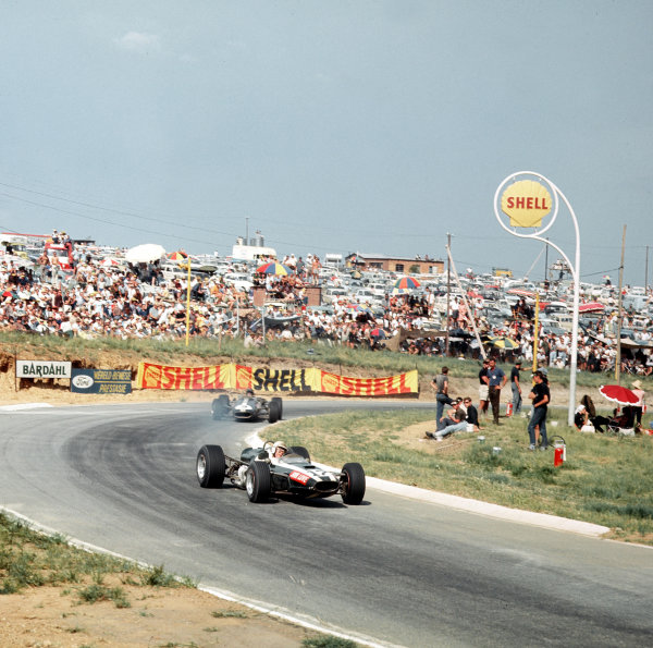 Kyalami, South Africa.31/12/66-2/1/1967.John Love (Cooper T79 Climax) leads Dan Gurney (Eagle AAR101 Climax). Love finished in 2nd position.Ref-3/2502.World Copyright - LAT Photographic